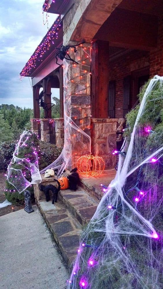 Best DIY Outdoor Halloween Decorations! Check these Halloween projects for inspiration and make our yard and home decor amazing for a Halloween party! #halloween #diyhomedecor #halloweendecor #halloweenparty