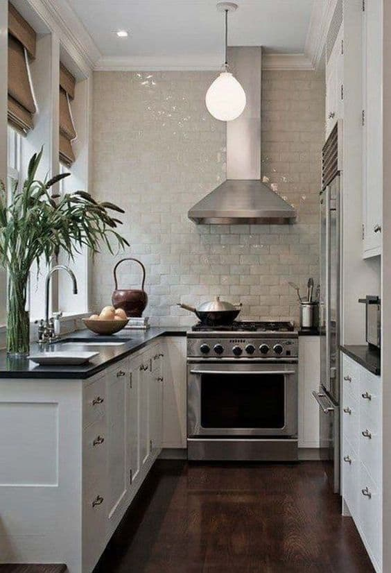 Create your dream kitchen with these cheap and easy DIY kitchen remodeling ideas for your home. Get a rustic farmhouse style kitchen on a budget! #kitchendesign #kitchendecor #diy #homedecor #easyhomedecor #cheaphomedecor
