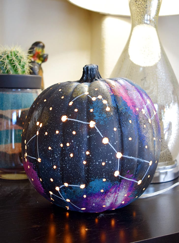 Faraway Galaxy Pumpkin - Looking for original no carve DIY pumpkin decorating ideas? Use them for Halloween & Thanksgiving for an amazing fall decor. Home DIY for Fall holidays