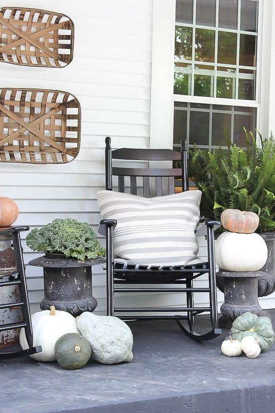 Amazing Fall Decorations - Porch Decor Ideas That Everyone Can Afford. Decorating ideas for your front doors, living room in farmhouse or rustic style #diy #homedecor #fall #fallstyle #porch #decor #decoration #farmhouse #rustic