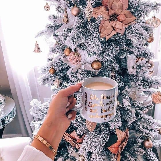 Christmas Aesthetic for Home – Cozy Xmas Decorations Ideas. Looking for inspiration and a great mood with Christmas aesthetic ideas? Save my collection of these Christmas tree ideas, Xmas lights aesthetic, wallpaper and cozy home decorations. #christmas #xmas #aesthetic #decor #homedecor #decoration #cozy
