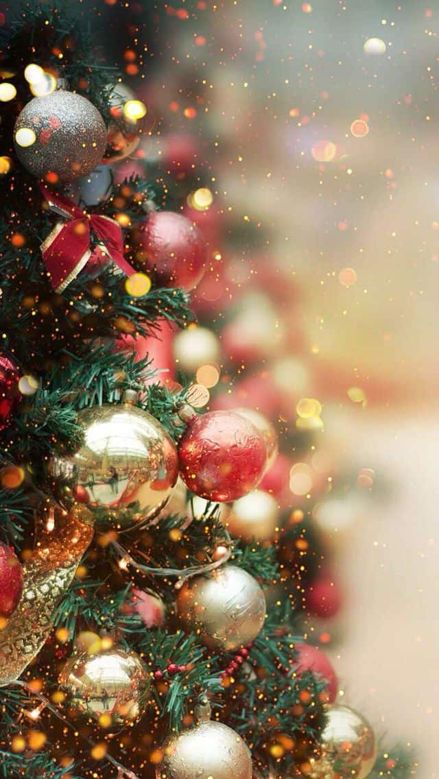 25 Christmas Wallpapers for iPhone – Cute and Vintage Backgrounds. Download a collection of free Christmas wallpapers for iPhone and set yourself for a perfect mood with these cute and vintage Christmas backgrounds. #iphone #xmas #christmas #wallpaperideas #background #art