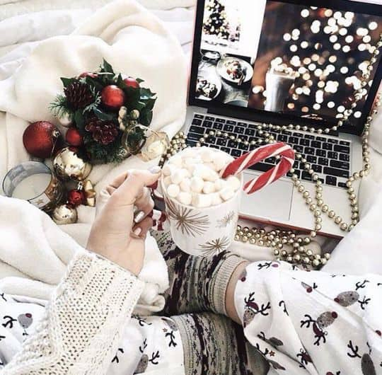 Christmas Aesthetic - Cozy | Lights | Disney | Vintage Christmas Wallpaper Ideas. Looking for inspiration and a great mood with Christmas aesthetic ideas? Save my collection of these Christmas lights aesthetic, wallpaper and sweater ideas. #christmas #xmas #aesthetic #photography #winter #homedecor #cozy #christmastree