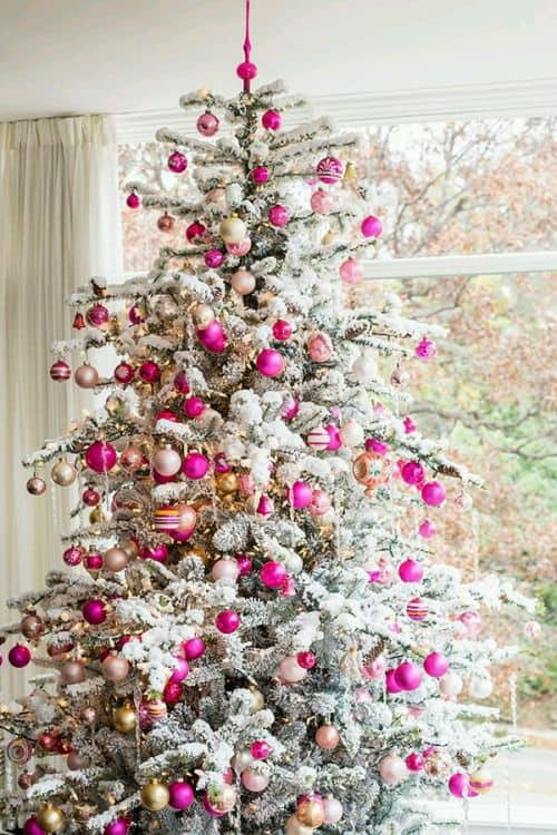 Christmas Trends – Christmas Colors and Decor Trends. Want to welcome the holiday in some special and stylish way? We are happy to tell you about the Christmas décor trends. Save and be inspired! #christmas #christmasdecor #christmastree #decor #decoratingideas #diy #homedecor